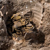 Israeli Teenagers Unearth Hoard of 425 Gold Coins Dating Back 1,100 Years